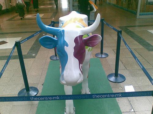 """Cow sculpture at Milton Keynes """"The Centre"""""""