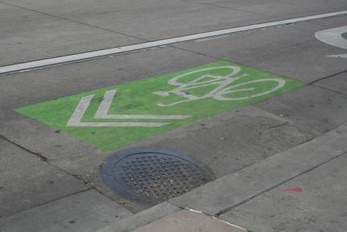 Sharrow shared lane marking